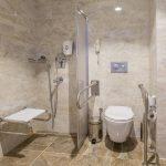 Jak urządzić pomieszczenie sanitarne dla osób starszych?