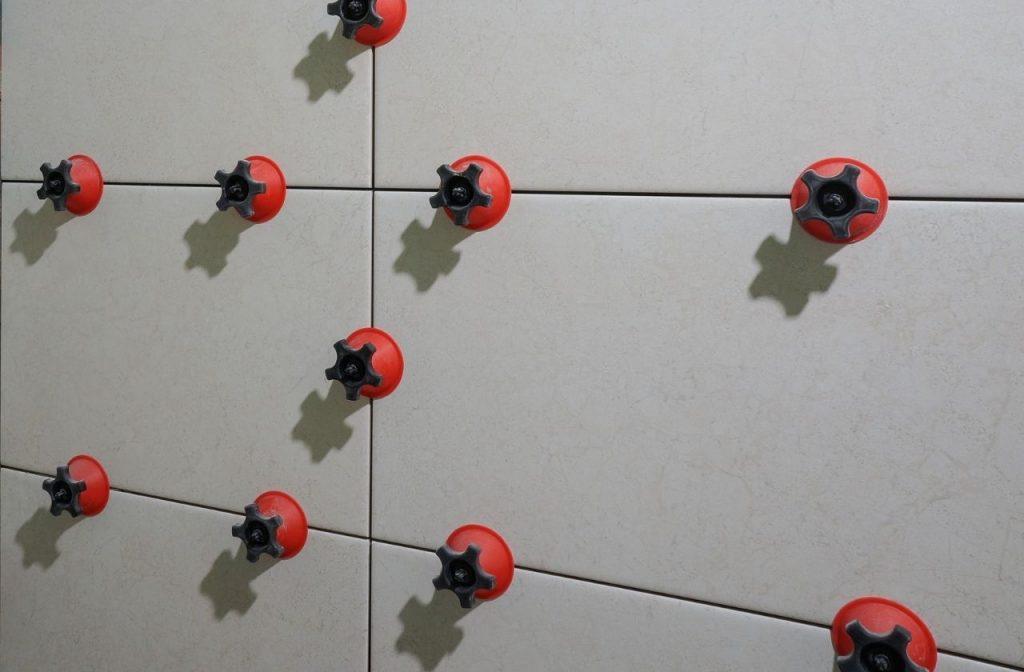 System poziomowania płytek Tiramisu oferowany przez firmę AKU Tools